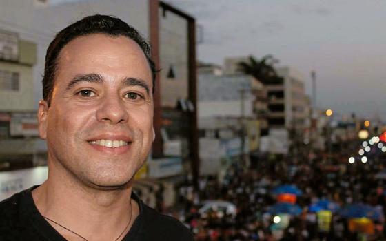 Fernando na parada LGBT em Taguatinga (Foto:  Reprodução)