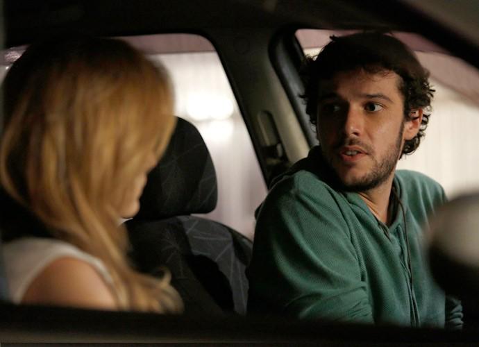 Pedro aproveita a oportunidade a sós com Júlia e se declara à loira (Foto: Raphael Dias/Gshow)