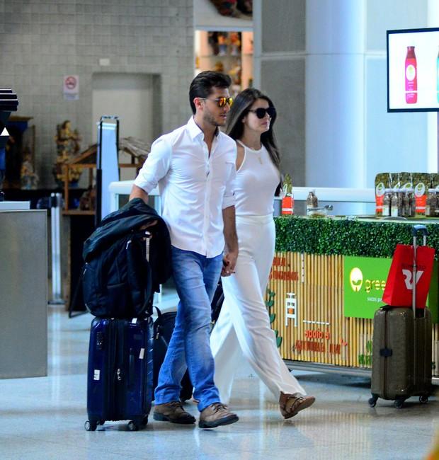 Camila Queiroz e Klebber Toledo (Foto: AgNews / AgNews)