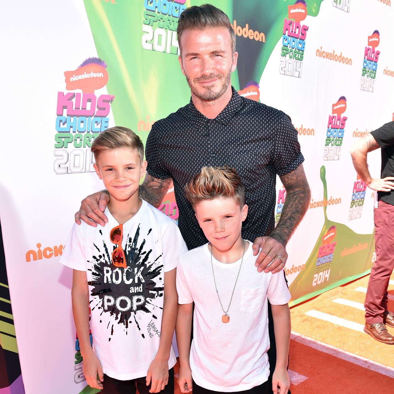 David Beckham já até tatuou os nomes dos quatro filhos: Brooklyn, de 15 anos, Romeo, de 11, Cruz, de 9 (estes dois últimos na foto acima), e Harper, de 2. (Foto: Getty Images)