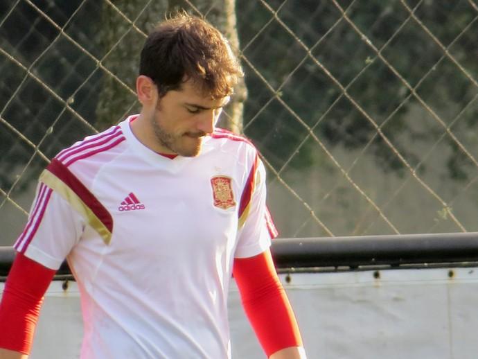 Casillas, goleiro da Espanha, no treino (Foto: Fernando Freire)