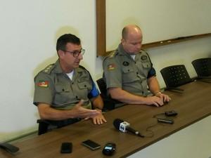 Coronel Antônio Osmar da Silva (esquerda) e tenente-coronel Ronaldo Buss falaram sobre caso  (Foto: Josué Betim/RBS TV)
