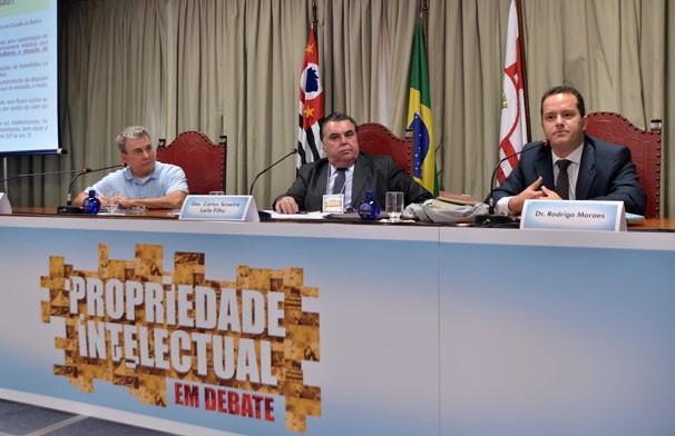 Edney Silvestre participa de painel sobre Direito Autoral e Liberdade de Expressão com o desembargador Carlos Teixeira Leite Filho e Dr Rodrigo Moraes (Foto: Studio 3X)
