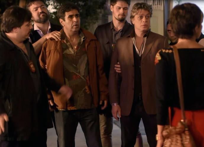 Jorge é preso por invadir apartamento de Sueli (Foto: Gshow)
