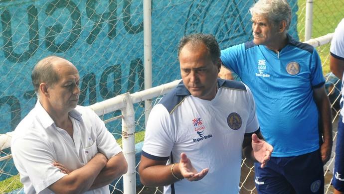 Márcio Goiano, técnico, e diretoria da Aparecidense (Foto: Guilherme Gonçalves/GloboEsporte.com)