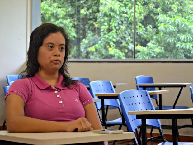 Raysa Braga, de 22 anos, é a primeira estudande com síndrome de down da Ufac (Foto: Caio Fulgêncio/G1)