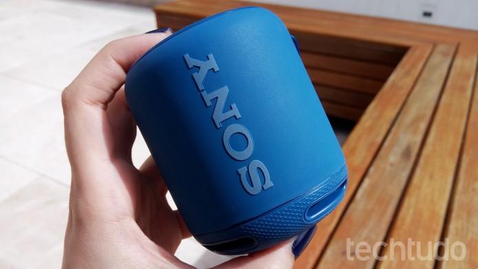 Sony SRS-XB10 é pequena e de fácil transporte (Foto: Ana Marques/TechTudo)