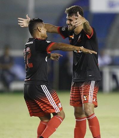 Felipe Vizeu - Flamengo - Éverton (Foto: Reprodução/Twitter)