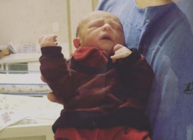Nicolas, netinho recém-nascido da ex-BBB Ieda Wobeto (Foto: Reprodução/Twitter)
