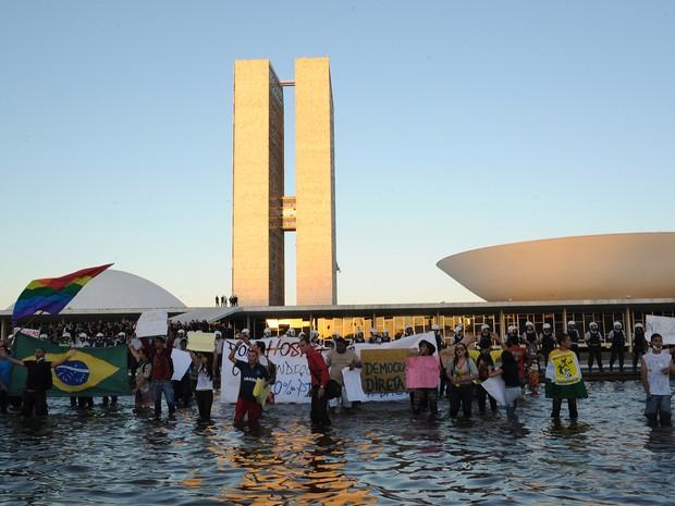 Concentração de manifestantes em frente ao Congresso Nacional (Foto: Lúcio Bernardo Jr/Ag.Câmara)
