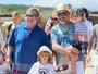 Elton John e o marido, David Furnish, se divertem junto com os filhos