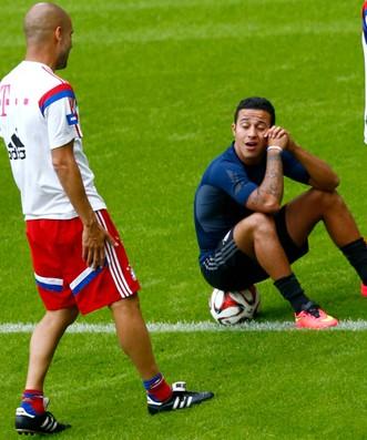 Guardiola e Thiago Alcântara Bayern (Foto: Reuters)