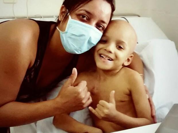 Jhonatan precisa de doação de um pedaço de medula óssea (Foto: Divulgação/ Facebook)