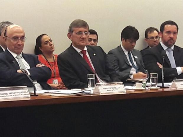 O ministro da Fazenda, Henrique Meireles (primeiro à esquerda), durante audiência na Câmara. (Foto: Alexandro Martello/G1)