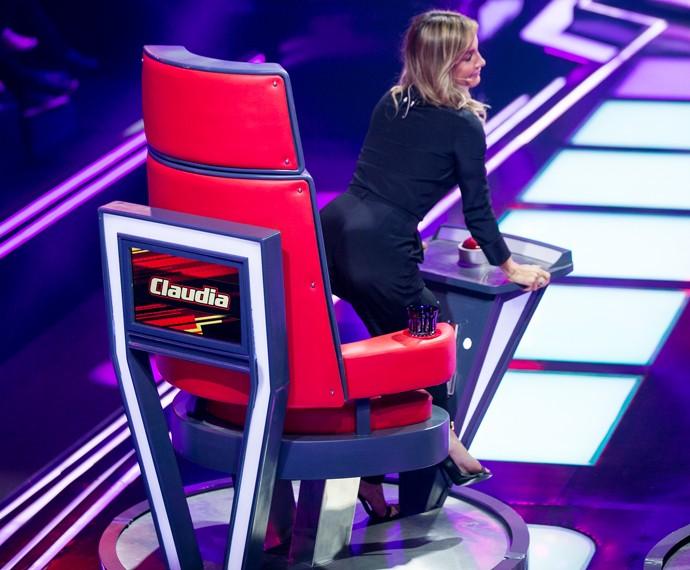 Claudia Leitte sensualiza na cadeira do The Voice Brasil (Foto: Isabella Pinheiro / Gshow)