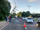 Veículo colide e danifica poste em avenida na Zona Oeste de Manaus