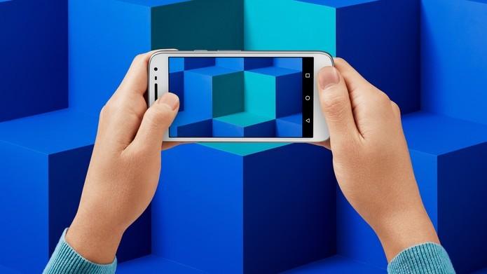 Moto G 4 Play oferece design resistente à água e tela em HD (Foto: Divulgação/Lenovo)