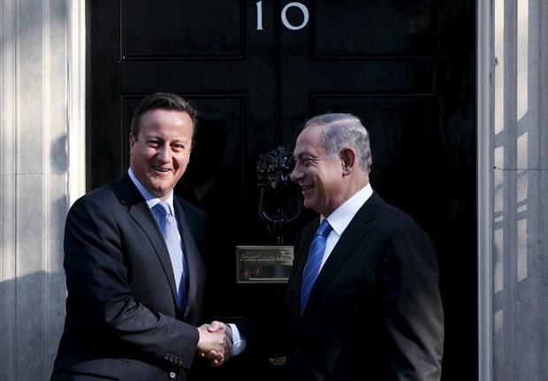 Primeiros-ministros britânico, David Cameron, e israelense, Benjamin Netanyahu, encontraram-se nesta quinta-feira, em Londres (Foto: Stefan Wermuth/Reuters)