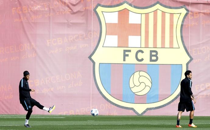 Daniel Alves e Neymar Barcelona (Foto: Reuters)