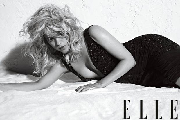 Shakira posa para revista (Foto: Revista Elle / Divulgação)