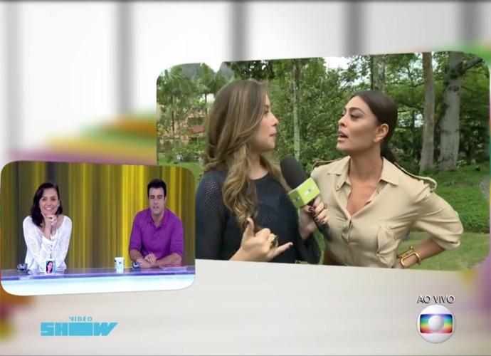 Juliana Paes zoa com Monica Iozzi ao vivo (Foto: Vídeo Show / TV Globo)