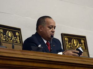 O presidente Diosdado Cabello durante a sessão da Assembleia Nacional Venezuelana neste sábado (5) em Caracas (Foto: Leo Ramirez/AFP)