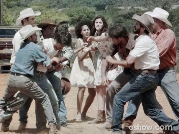 Laerte briga com Virgílio por causa de Helena (Foto: Em Família/TV Globo)
