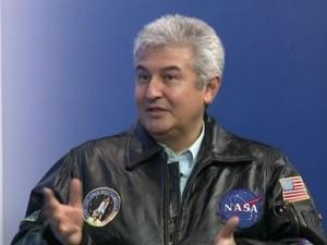 Astronauta brasileiro fala do objeto (Foto: Reprodução / TV TEM)