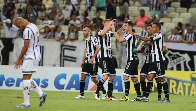 Ceará x Bragantino Série B Arena Castelão gol comemoração (Foto: Kid Júnior/Agência Diário)