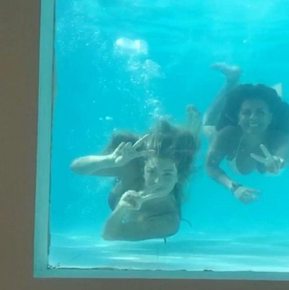 Grazi na piscina (Foto: Reprodução/Instagram)