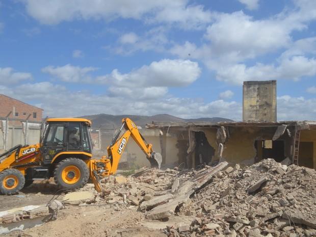 Prédio foi demolido nesta quinta-feira (9) (Foto: Divulgação/prefeitura)