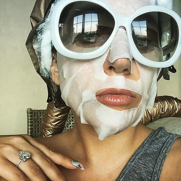 Lady Gaga é uma das celebridades adeptas do tratamento (Foto: Reprodução/Instagram)