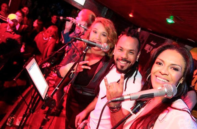 Com a saída de Val, Shirley entrou no trio ao lado de André e Gi (Foto: Marcelo Cozzo/ Reprodução redes sociais CrossRoads Bar)