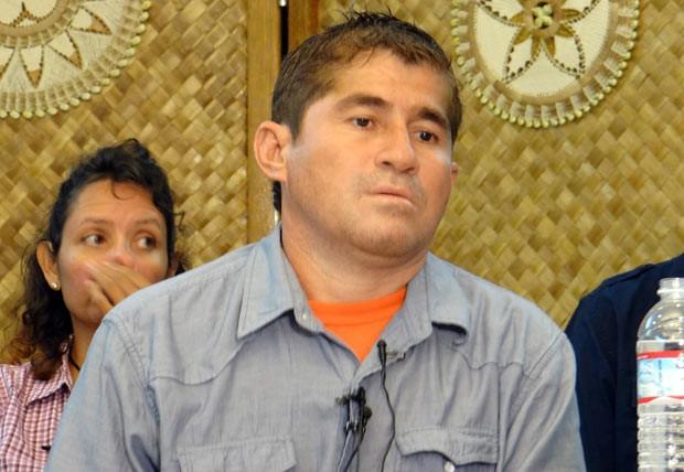 O náufrago José Salvador Alvarenga durante entrevista nesta quarta-feira (5) em Majuro, mas Ilhas Marshall (Foto: AFP)