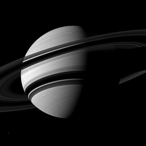 Imagem inédita traz 'close' de anéis de Saturno (Foto: Nasa)