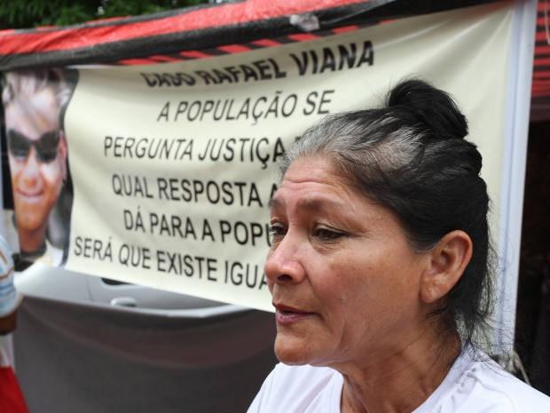 Rosa Viana, mãe da vítima, clama por justiça no caso do filho, torturado e morto em 2007. (Foto:  Igor Mota/Amazônia Hoje)