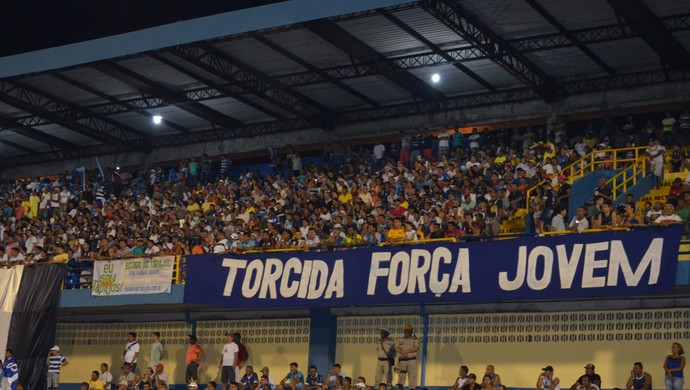 Torcida azulino se fez presente no Estádio Colosso do Tapajós (Foto: Sabina Rabelo/GloboEsporte.com)