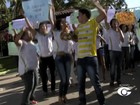 Bolsistas protestam em Marechal Deodoro para cobrar pagamento