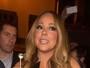 Mariah Carey se descuida do decote e mostra demais em evento em Paris