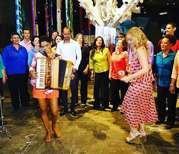 Lucy Alves não resistiu e fez aquele forró para todo mundo dançar (Foto: Arquivo Pessoal)