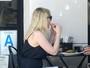 Kirsten Dunst exibe barriguinha e aumenta suspeita sobre gravidez