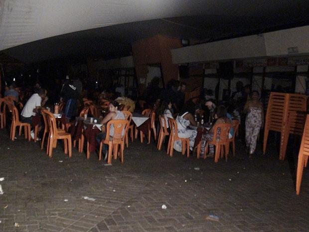 Mesmo com apagão, Mercado do Peixe teve movimento em Salvador (Foto: Lílian Marques/ G1)