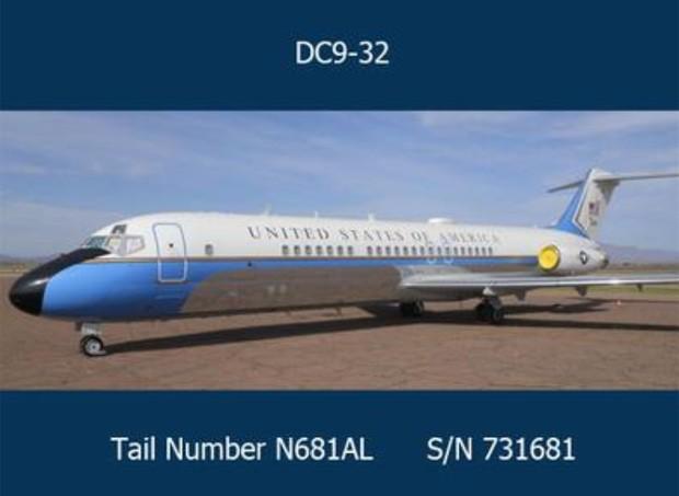 Avião serviu por 30 anos como aeronave do presidente dos EUA e outras figuras politicas (Foto: Reprodução/GSA Auctions)