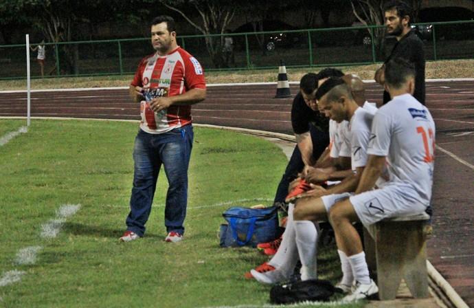 Presidente-técnico Adroir Bassorici é o terceiro a comadnar o Náutico-RR em seis jogos (Foto: Imagem/Tércio Neto)