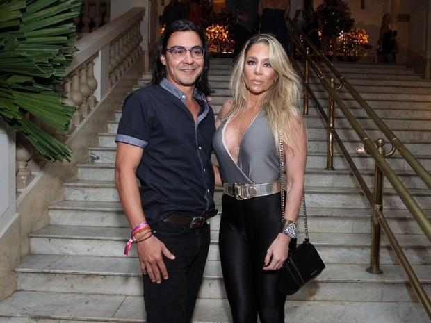 André Gonçalves e Danielle Winits em festa na Zona Sul do Rio (Foto: Thyago Andrade e Marcos Ferreira/ Brazil News)
