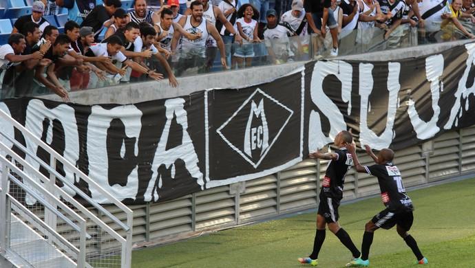 Atacante Luisão comemora gol do Mixto sobre o Operário CEOV (Foto: Olimpio Vasconcelos)