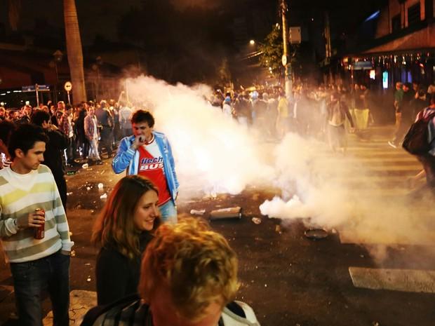 Confusão durante a festa os torcedores argentinos na Vila Madalena, zona oeste de São Paulo, SP, na madrugada desta quarta-feira (2). (Foto: Alex Falcão/ Estadão Conteúdo)