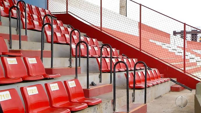 Estádio Nogueirão, em Mossoró - corrimãos (Foto: Reprodução/Inter TV Cabugi)