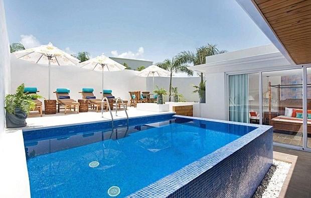 O lar ainda conta com uma piscina privativa (Foto: Reprodução)