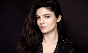 Monica Barbaro é Anna Valdez a assistente da promotoria de Chicago Justice